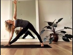 Finding a workout regime you can enjoy is crucial for your weight loss journey, which is why these powerful yoga poses for weight loss are so effective! Yoga For Dummies, Yoga For Complete Beginners, Gym Workout For Beginners, Yoga Poses For Beginners, Workout Videos, Weight Loss Workout Plan, Yoga For Weight Loss, Easy Weight Loss, Yoga Moves
