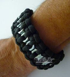 Paracord-Armband mit Sechskant-Muttern / Paracord-Bracelet with Hex Nuts