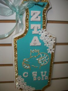 Truly beautiful paddle. Not my sorority, but freaking awesome! Love me some turquoise, sparkle and flowers!