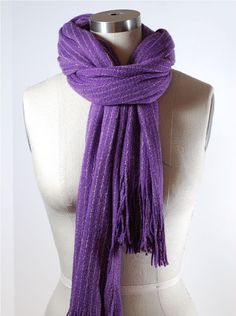 How to Tie a Scarf: Loop and Tuck Scarf Knot