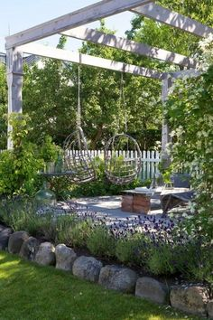Garden Landscaping Backyard patio pergola with swings.Garden Landscaping Backyard patio pergola with swings Back Gardens, Outdoor Gardens, Outdoor Garden Decor, Backyard Pergola, Backyard Ideas, Landscaping Ideas, Pergola Kits, Backyard Seating, Patio Ideas