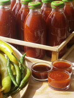 Hankka: Ketchup - fűszeres almás és hagymás-paprikás Ketchup, Eat Pray Love, Hot Sauce Bottles, Chocolate Fondue, Pickles, Yummy Food, Baking, Automata, Desserts