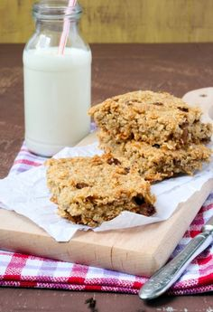 Oprah's Healthy Apricot Oat Bars - A wholesome sweet treat for Weight Watchers with just 145 calories and 6 SmartPoints - http://simple-nourished-living.com/2016/03/healthy-apricot-oat-bars/
