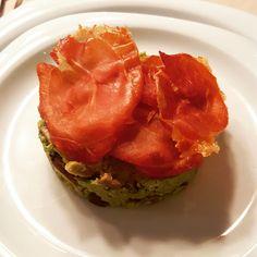 Ham op een bedje van avocado