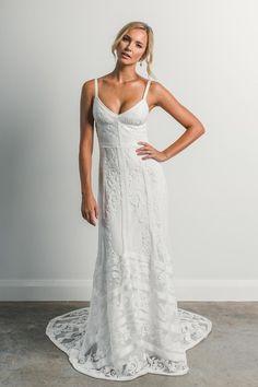 robe de mariée bohème chic en dentelle avec bustier - modèle long