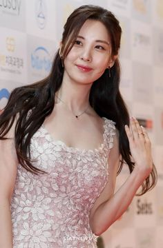 Seohyun (서현) is a South Korean solo singer and actress currently under Namoo Actors. She is also a member of Girls' Generation (SNSD). Ideal Beauty, Asian Beauty, Seohyun, Snsd, Asian Woman, Asian Girl, Girl's Generation, How To Pose, Korean Celebrities