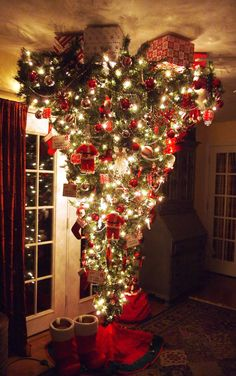 I'm not a fan of the upside down Christmas tree. But I have to admit someone did a really nice job on this one. :> )