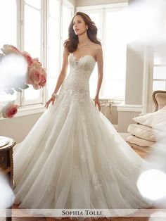 Y11715 dress (Fit & Flare, Sweetheart, Strapless , Sleeveless ) from Sophia Tolli 2017, as seen on dressfinder.ca. Click for Similar & for Store Locator.