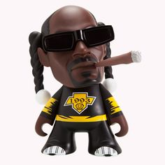 Snoop Dogg Figurine - Kid Robot's Snoop Dogg figurine is a dead ringer for the rap icon. The figurine is part of Kid Robot's collaboration with the star and is . Snoop Dogg, Arte Do Hip Hop, Hip Hop Instrumental, Robots For Kids, Vinyl Dolls, Urban, Designer Toys, Vinyl Figures, Action Figures