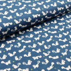 Bei dem blauen Jerseystoff mit Eichhörnchen-Print ist an Winterschlaf nicht zu denken... Alexander Mcqueen Scarf, Blue, Cotton