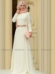 Beyaz çiçekli abiye Elbiseler
