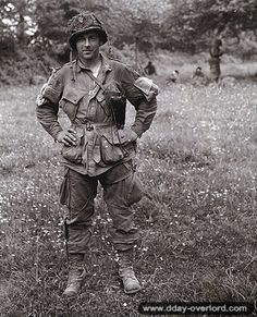 Forrest Guth Easy Company Parachute Infantry Unit in the Airborne Division. One of the original Band Of Brothers Military Photos, Military History, Military Life, Us History, American History, Art Of Manliness, Band Of Brothers, Paratrooper, United States Army