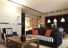 ChicRoom Properties offers you this unique 2 bedroom apartment for rent in Sants in a very pleasant and lively neighbourhood that could seduce those who try to avoid the hectic more central areas of Barcelona.
