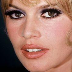 Close-ups of Brigitte Bardot s make-up : (part I) Brigitte Bardot, Bridget Bardot, Linda Carter, Raquel Welch, Beautiful Redhead, Beautiful Celebrities, Elizabeth Taylor, Bardot Makeup, 1960s Makeup