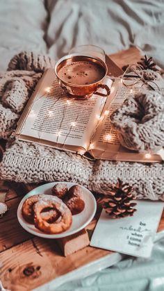 Cozy winter moments - Show my page Christmas Aesthetic Wallpaper, Christmas Wallpaper, Aesthetic Iphone Wallpaper, Aesthetic Wallpapers, Halloween Wallpaper, Wallpaper Winter, Book Wallpaper, Wallpaper Ideas, Wallpaper Downloads