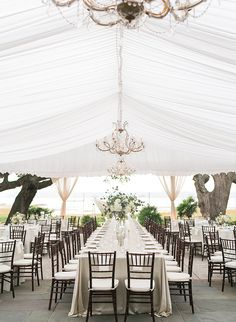 You know those really elegant Southern weddings that exude timelessness and charm? Well, this neutral plantation wedding in Charleston is just that.