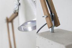 Diy industrial style wooden desk lamp with concrete base Bedside Lamps Diy, Industrial Style Lamps, Industrial Desk, Wooden Desk Lamp, Concrete Light, Beton Diy, Task Lamps, Projector Lamp, Lamp Design