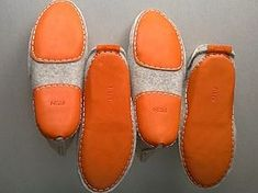 Leather soles for felted slippers - reference Make Your Own Shoes, How To Make Shoes, Wool Shoes, Leather Shoes, Shoe Makeover, Felt Boots, Barefoot Shoes, Felted Slippers, Shoe Pattern