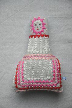 Handmade fabric embroidered doll por ESZTERDArte en Etsy