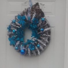 Christmas wreath-pinecones.