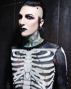 "16.9 mil Me gusta, 1,037 comentarios - Chris Motionless (@chrismotionless) en Instagram: ""It's been one month since the release of #GraveyardShift. What has been your favorite track? Photo…"""