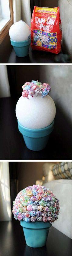 Un vase à sucettes. 13 cadeaux DIY à offrir à son instituteur ou à sa maîtresse d'école