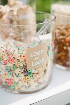 Fruit Loop Popcorn: Popcorn + Fruit Loops + Melted White Chocolate.   Photography: Ruth Eileen - rutheileenphotography.com  Read More: http://www.stylemepretty.com/living/2014/09/11/audreys-birthday-party/  #popcorn #birthday #statefair #birthdayparty