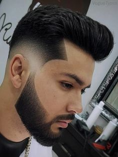 204 popular men's haircuts 2019 popular haircuts for men, ha Mens Hairstyles With Beard, Short Hairstyles For Thick Hair, Cool Hairstyles For Men, Try On Hairstyles, Classic Mens Hairstyles, Undercut Hairstyles, Hairstyle Ideas, Popular Mens Haircuts, Haircuts For Men