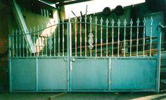 portón de doble hoja http://www.tallereslobon.com/