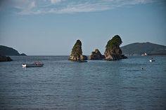 """Viveiro,_Galiza Las rocas conocidas como os Castelos"""" al final de la Playa de Covas."""