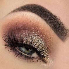 Love the bits of gold in this look.