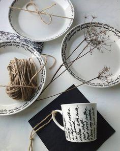 So pretty! D i y 🌿 My own design. Diy Tableware, Tea Cups, Table Settings, Writing, Mugs, Pretty, Instagram, Design, Art