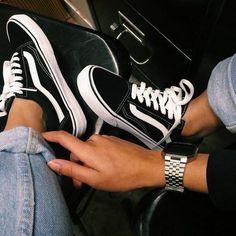 outfits vans old skool mujer ~ outfits vans & outfits vans old skool & outfits vans slip on & outfits vans mujer & outfits vans de cuadros & outfits vans clasicos mujer & outfits vans hombre & outfits vans old skool mujer Tenis Vans Old School, Vans Old Skool, Vans Sneakers, Sneakers Fashion, Aesthetic Shoes, Fresh Shoes, Hype Shoes, Trendy Shoes, Trendy Outfits
