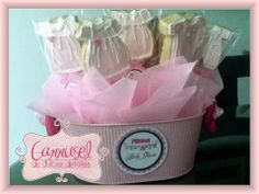 Galletas decoradas ropita baby, centro de mesa