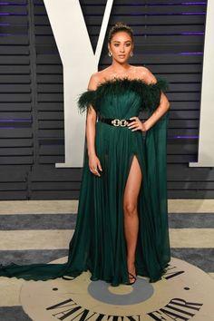 dc2703350a Vanity Fair Oscar Party, Celebrity Red Carpet, Red Carpet Fashion, Green  Dress,