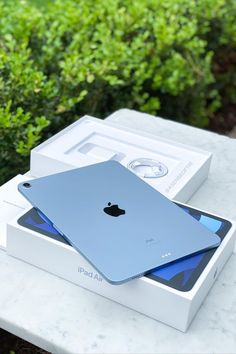 Nintendo Switch Accessories, Iphone Accessories, Apple Brand, Accessoires Iphone, Baby Blue Aesthetic, Apple Inc, Tablets, New Ipad, Ipad Air