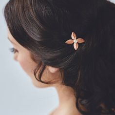 fabulous vancouver wedding Our Léa Hairpin looking lovely in #rosegold. Check out the rest of our F/W collection via the link in our profile! by @davieandchiyo  #vancouverwedding #vancouverwedding