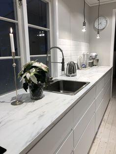 Kök voxtorp Ikea - Lilly is Love Kitchen Design Trends, Kitchen Renovation, Modern Kitchen, Small Kitchen, Kitchen, Kitchen Interior, Interior Design Kitchen, Kitchen Layout, Kitchen Styling