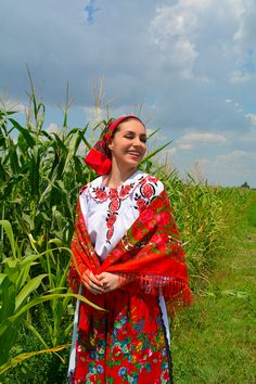 100 years of romanian beauty! Romanian Girls, The 100, Sari, Costumes, Articles, Beautiful, Beauty, Blog, Traditional