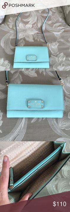 Kate spade purse Beautiful Tiffany blue color late spade purse. Never used, in brand new condition. Very thick leather that wouldn't scratch easily. Inside has zipper pocket divider and credit card slots. Back of purse has a pocket.  Can detach the strap to turn it into a clutch.  Offers welcome 😊 kate spade Bags Crossbody Bags