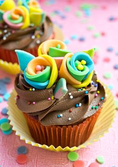 How to Make Rainbow Flower Cupcake Toppers, http://cakejournal.com/tutorials/rainbow-flower-cupcake-toppers/
