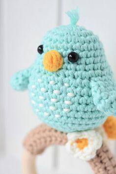 Amigurumi baby rattle pattern for making a bird sitting on a wooden teething ring works up quicly and is definitely a hit among babies and their parents! Crochet Amigurumi Free Patterns, Easy Crochet Patterns, Baby Patterns, Crochet Toys, Crochet Bebe, Cute Crochet, Half Double Crochet, Single Crochet, Baby Rattle