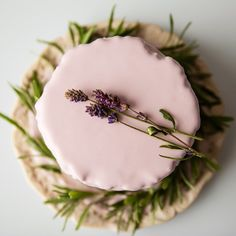 Mini cake w/almonds & lavender