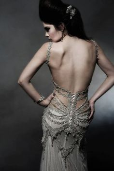 [KBartonRealtor®] Barton beautiful backless gown with amazing detail and antique goth feminine elegance. Would love the back of my wedding dress to look like that. Fashion Design Inspiration, Mode Inspiration, Couture Mode, Couture Fashion, Beautiful Gowns, Beautiful Outfits, Gorgeous Dress, Backless Gown, Look Fashion