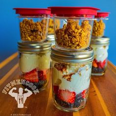 Breakfast or Snack Meal Prep: Granola, Strawberry, Blackberry, cinnamon parfait. Ingredients: cup nonfat Greek yogurt cup strawberries and blackberries cup flax granola cinnamon Keep the yogurt and berries refrigerated. Do not refrigerate the granola. Lunch Meal Prep, Healthy Meal Prep, Healthy Snacks, Healthy Eating, Healthy Recipes, Chef Recipes, Fitness Meal Prep, Health Fitness, Clean Eating Recipes