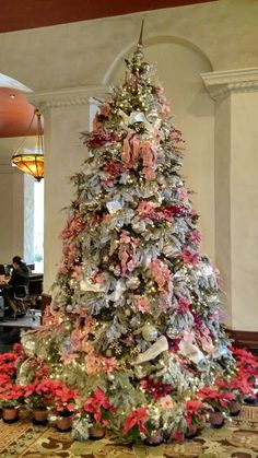Wonderful Images Royal Hawaiian Hotel Christmas Tree 2014 Thoughts The idea to give Xmas gifts proves to be an incredible believed that you will remember forever. Christmas Tree 2014, Christmas Tree Costume, Beautiful Christmas Trees, Christmas Tree Themes, Elegant Christmas, Christmas Love, Rustic Christmas, Xmas Tree, Christmas Holidays