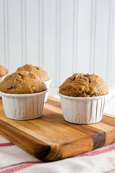 Peanut Butter, Banana & Bacon Muffins | healthy-delicious.com