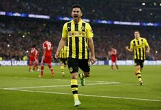 Manchester United are interested in Gundogan,Lavezzi,Garay and another young sensation from Eredivise. These players have been added in the Man Utd rumours