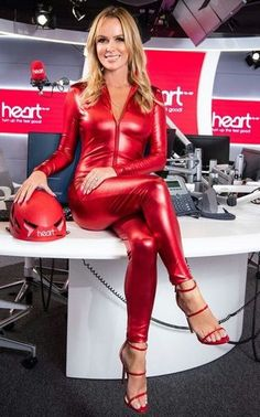 Sexy Older Women, Sexy Women, Pantalon Vinyl, Amanda Holden, Elegantes Outfit, Grid Girls, Sexy Latex, Sexy Hot Girls, Catsuit