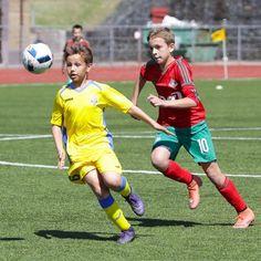 How to choose the right soccer academy? Youth Soccer, Kids Soccer, Football Boys, Play Soccer, Kids Sports, Triathlon, Soccer Academy, Beauty Of Boys, Speedo Boy